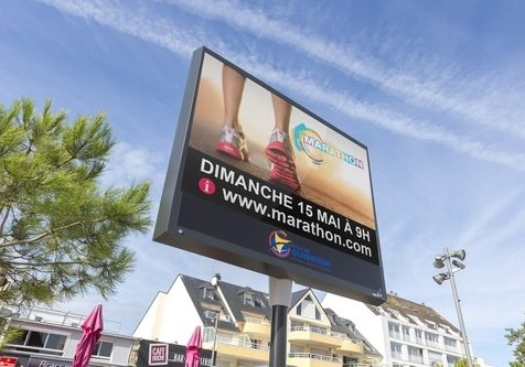 Lumiplan_Ville_Ecrans-d-information-couleur_Sphinx2_quiberon